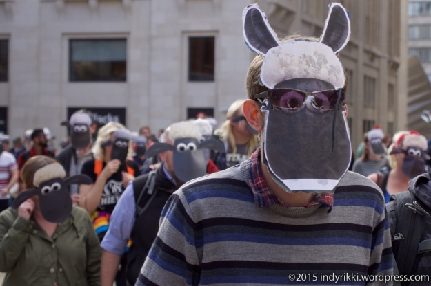 02 Mark Thomas sheep protest - @indyrikki