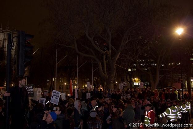 12 151201 syria rally - © @indyrikki