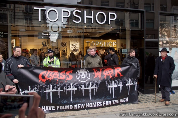 01 UVW Top Shop protests ©2016 @indyrikki